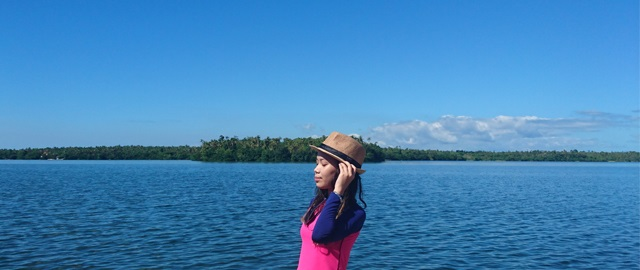 lake danao blogger pose